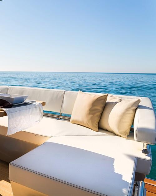 Espace détente d'un bateau