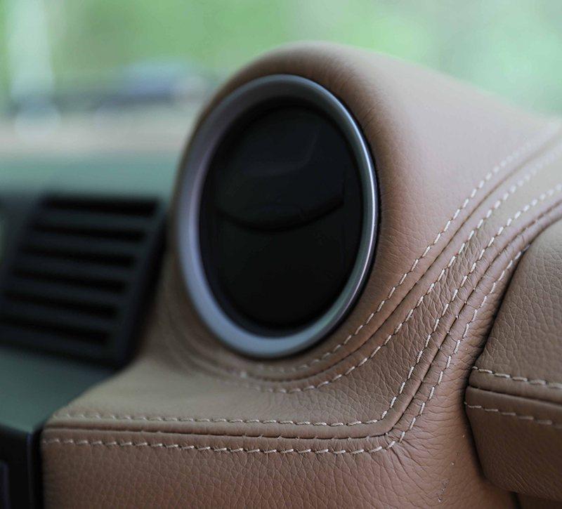 Tableau de bord auto en cuir