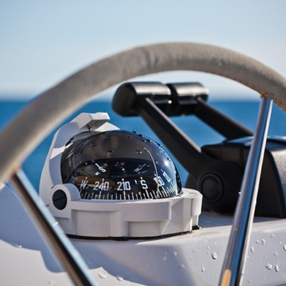 Vue de près d'un volant de bateau